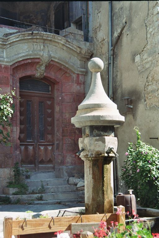 Anduze Claudes Hausfassade am Place Notre Dame